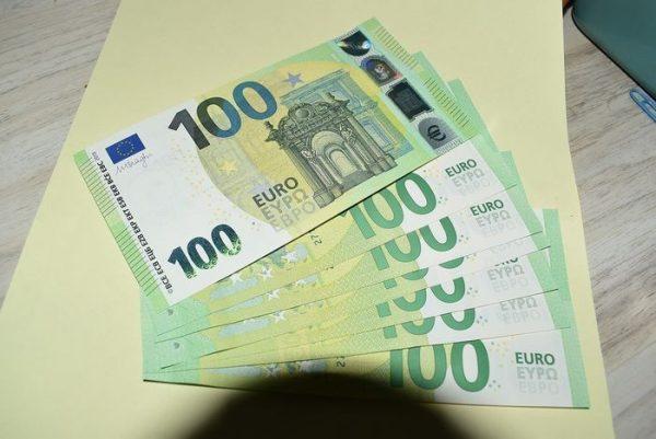 Euro €100 Bills